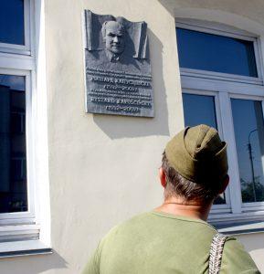 Przy dzisiejszej ul. Suworowa 43 w latach 30-tych mieszkał znany pisarz Ryszard Kapuściński