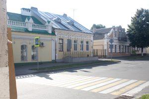 O Żydach w historii Pińska mówią jeszcze kamieniczki pożydowskie, budynki szkoły, łaźni i synagoga Fot. Waldemar Szełkowski