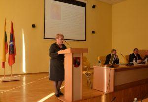 Mer Samorządu Rejonu wileńskiego Maria Rekść wszystkim zgromadzonym przedstawiła sprawozdanie roczne z działalności mer i rady za rok 2015