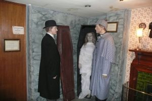 Woskowe figury przedstawiające bohaterów Conana Doyle'a Fot. Justyna Giedrojć