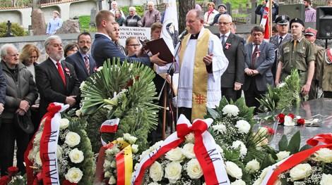Przy płycie z Sercem Marszałka na wileńskiej Rossie została odprawiona Msza św. celebrowana przez ks. prałata Wojciecha Górlickiego Fot. Marian Paluszkiewicz