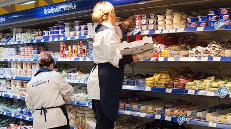 Statystyka dowodzi, że w drugiej połowie ubiegłego roku w dużych sieciach handlowych zatrudnionych było ogółem około 32 tys. Osób Fot. Marian Paluszkiewicz