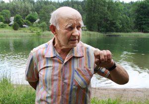 Zygrfyd doskonale pamięta, jak z mamą płynęli ma drugą stronę jeziora, gdzie była już Litwa Fot. Marian Paluszkiewicz