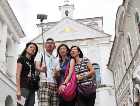 Selfie to rodzaj fotografii zazwyczaj wykonywanej z trzymanego w ręce smartfona Fot. Marian Paluszkiewicz