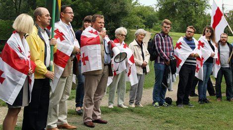 Kilkadziesiąt osób zebrało się, by wspomnieć o wydarzeniach w Gruzji sprzed ośmiu lat Fot. Marian Paluszkiewicz