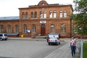 Budynek Dworca Kolejowego w Nowych Święcianach zbudowany w drugiej połowie XIX w. Fot. Marian Paluszkiewicz