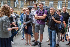 Przewodniczka w czasie zwiedzania sugerowała kolaborację Armii Krajowej z niemieckim okupantem — nie wspominając słowem o litewskich kolaborantach Fot. Marian Paluszkiewicz