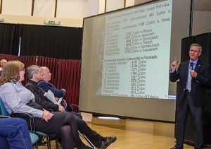 Pierwszą prelekcję wygłosił dr hab. Jarosław Wołkonowski, profesor Uniwersytetu w Białymstoku Fot. Marian Paluszkiewicz
