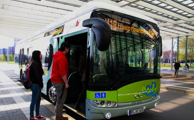 """Solaris Urbino 12 electric zdobył tytuł """"Bus of the Year 2017"""" jako pierwszy w historii pojazd bateryjny Fot. archiwum"""