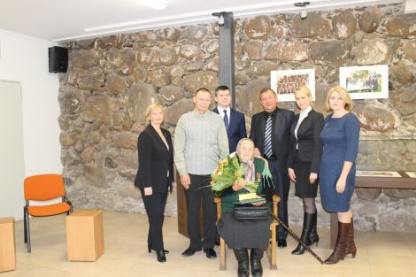 Mieszkanka rejonu wileńskiego uhonorowana za godne wychowanie siedmiorga dzieci   Fot.vrsa.lt