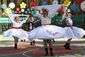 W  porywającym tańcu biłgorajskim             Fot. Marian Paluszkiewicz