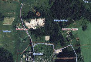 Działka obejmuje obszar o wielkości 6,5 ha. Tuż przy granicy miejsca objętego ochroną Departamentu Ochrony Zabytków, jest kawałek lasu, a reszta to ziemia rolna Fot. Marian Paluszkiewicz