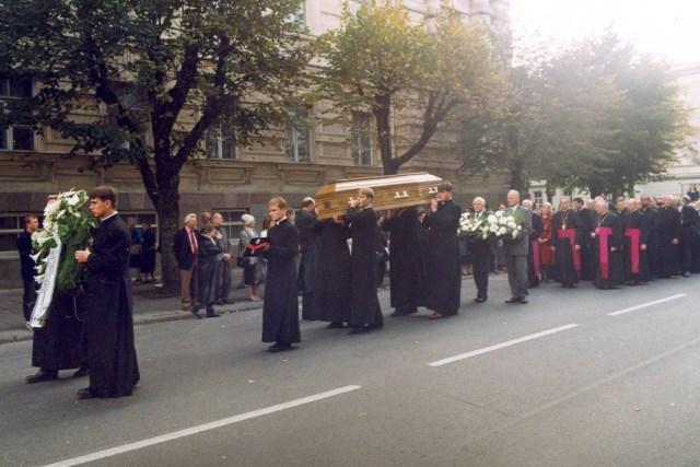 27 września 1999 odbył się uroczysty pogrzeb biskupa Borisevičiusa. Pochowano go w katedrze w Telszach, pod ołtarzem Fot. archiwum Kurii w Telszach