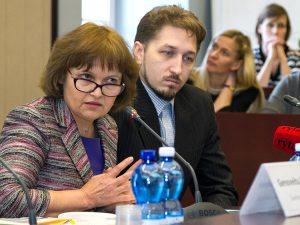 Wyniki badań przedstawili dr Rita Dukynaitė, członek zarządu OECD PISA, oraz Mindaugas Stundža, koordynator międzynarodowego badania PISA na Litwie Fot. Marian Paluszkiewicz