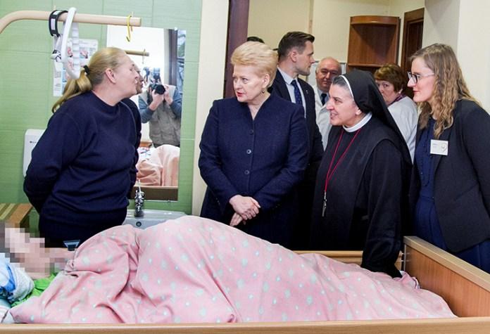 Prezydent Dalia Grybauskaitė po raz pierwszy z własnej inicjatywy odwiedziła Hospicjum bł. ks. Michała Sopoćki Fot. Marian Paluszkiewicz