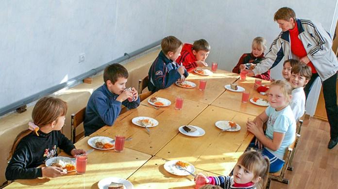 Do szkoły bez kanapki z szynką – zmiany w jadłospisie uczniów
