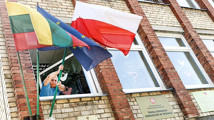 Trakai: Polish Flag in Secondary School attacked
