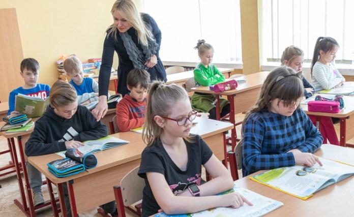 Samorządy chcą krótszego roku szkolnego, resort oświaty nawołuje do kompromisu