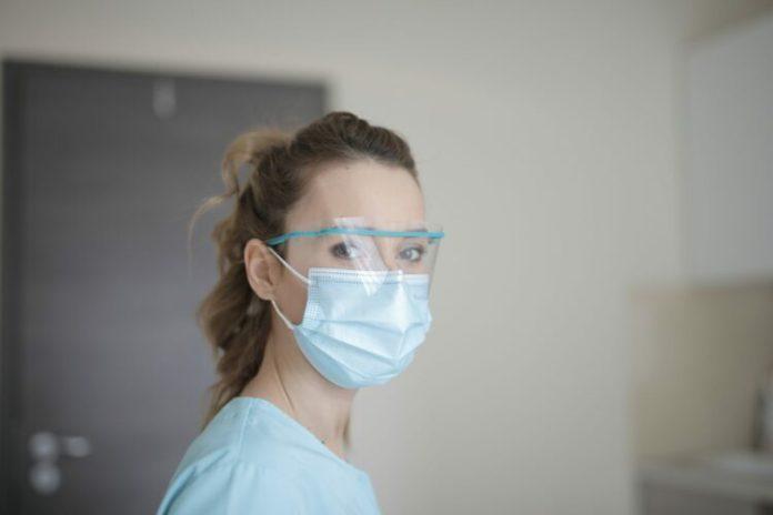 Potrzebni wolontariusze do pomocy na oddziałach z chorymi na COVID-19