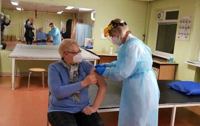 Czy szczepienia odbywają się zbyt wolno?