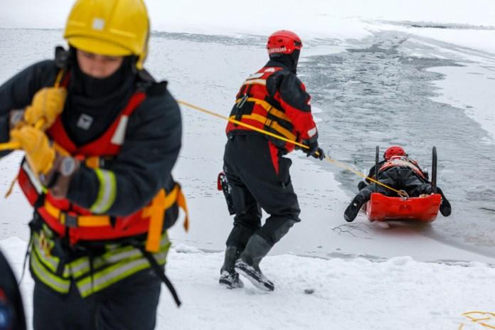 Jak zachować bezpieczeństwo na lodzie [GALERIA]