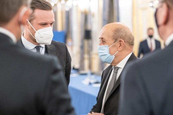 Minister spraw zagranicznych Gabrielius Landsbergis podczas spotkania z francuskim szefem dyplomacji