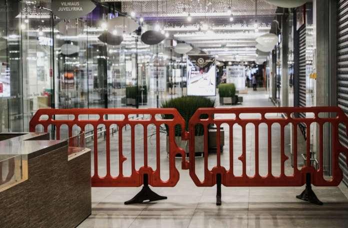 Zamknięta galeria handlowa na Litwie z powodu kwarantanny.