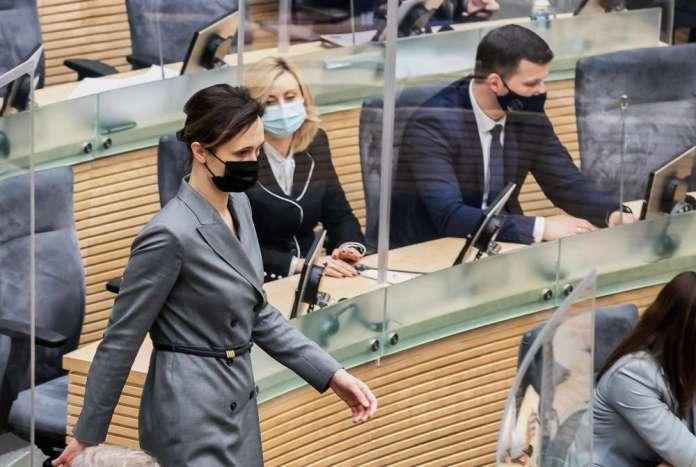 Čmilytė-Nielsen idzie sobie po Sejmie