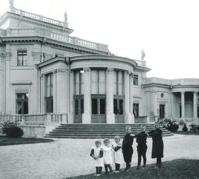 O kolorystyce elewacji pałacu Tyszkiewiczów w Wace (cz. 1)