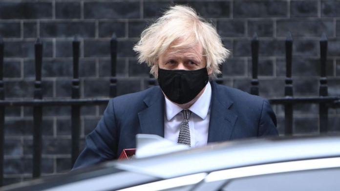 Brytyjczycy coraz skuteczniej atakują złowieszczy wirus