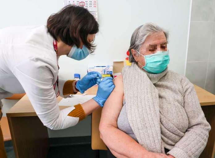 Szczepionkę przyjęło 13 proc. kraju. Przoduje Nerynga, Soleczniki na końcu