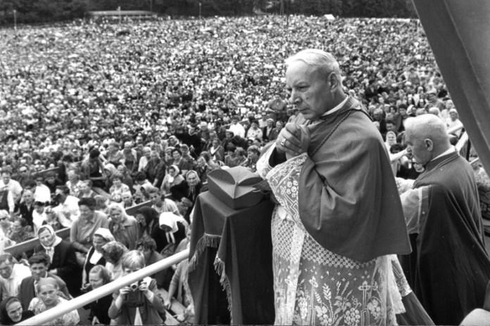 """40. rocznica śmierci Prymasa Tysiąclecia. """"Jego głosu brakowało potem w polskim Kościele"""""""