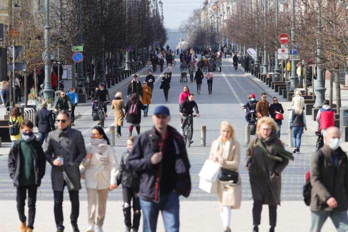 Eurobarometr: Litwa pozytywniej ocenia walkę z pandemią niż reszta UE