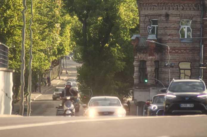 """""""Pocący się asfalt"""" — służby ostrzegają kierowców"""