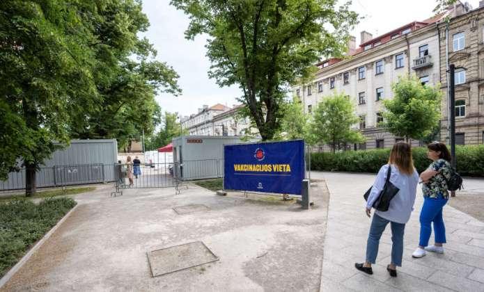 Ruszają szczepienia na COVID-19 na placu Łukiskim