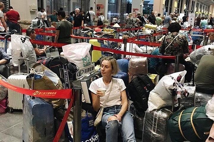 Первые туристы из Китая, которые неделю не могли вернуться в Россию, вылетели в Москву