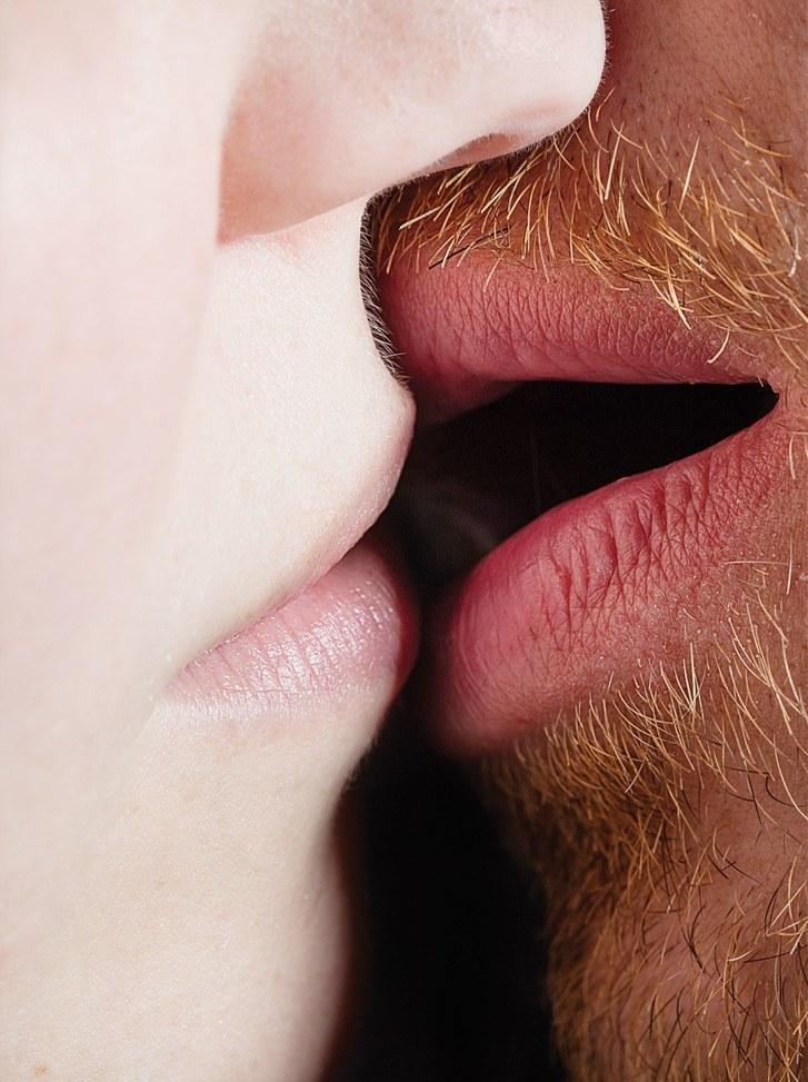 «… и мы в твоей красной ванной целуемся с языками…» — Макс Барских. «Странная»