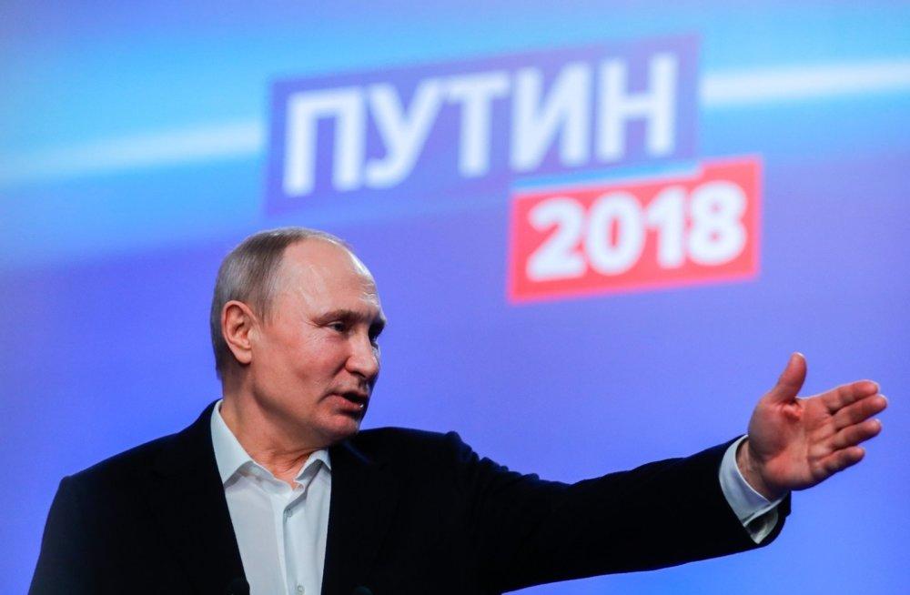 Россия идёт не туда, а деятельность Владимира Путина одобряют более половины россиян