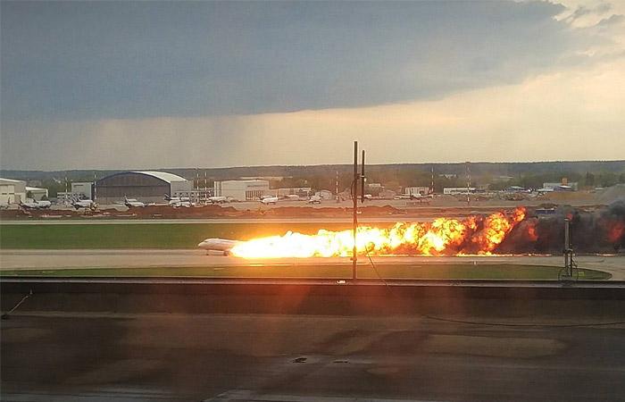 Что рассказал в соцсетях выживший в аварии самолёта SSJ 100 «Аэрофлота» Олег Молчанов?