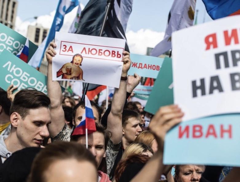 В Москве на митинг в поддержку оппозиционеров, которым отказали в регистрации на выборах в Мосгордуму, пришло более 20 тысяч человек