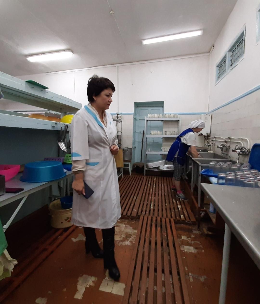 Подтопление средь декабря: в биробиджанской школе № 4 затопило столовую