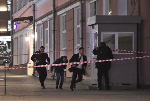 В Москве у здания ФСБ мужчина открыл огонь. Его ликвидировали