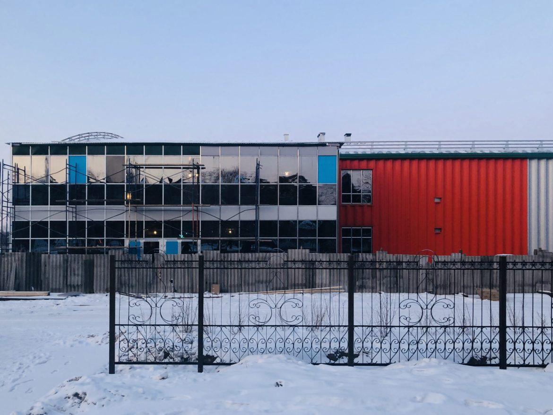 Сколько участников заявилось в конкурс на  лучшее название для «путинского» ледового дворца в Биробиджане?