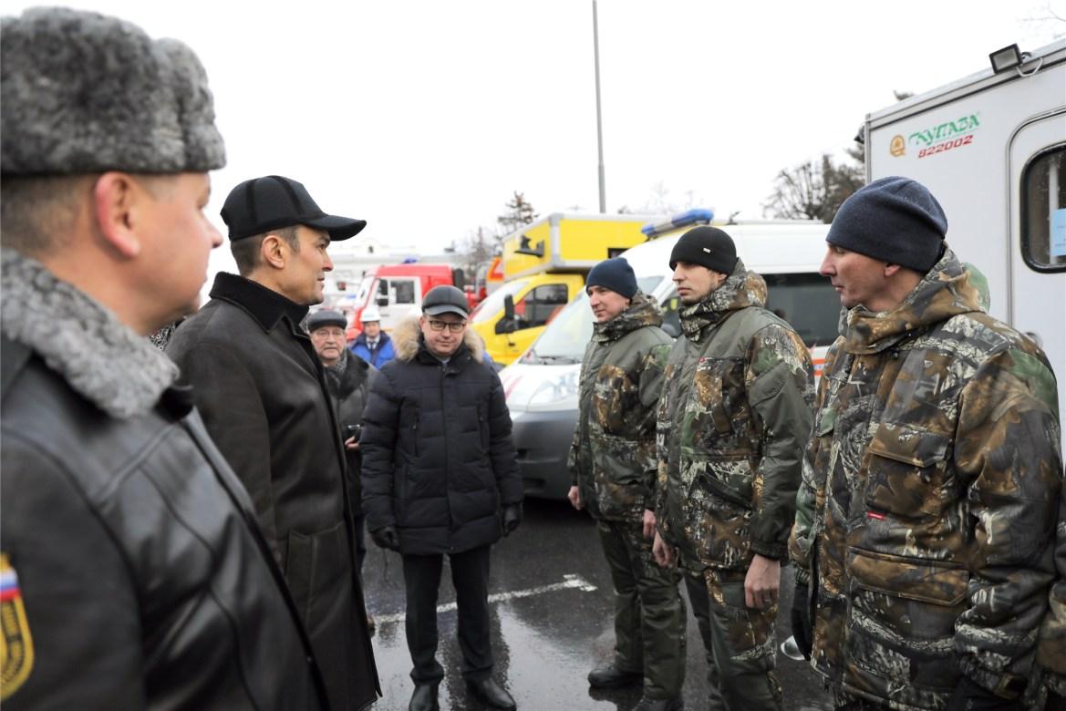 «А ну-ка отними»: глава Чувашии Игнатьев отхватил пуд хэйта за то, что заставил сотрудника МЧС прыгать за ключами от новой пожарной машины (ВИДЕО)