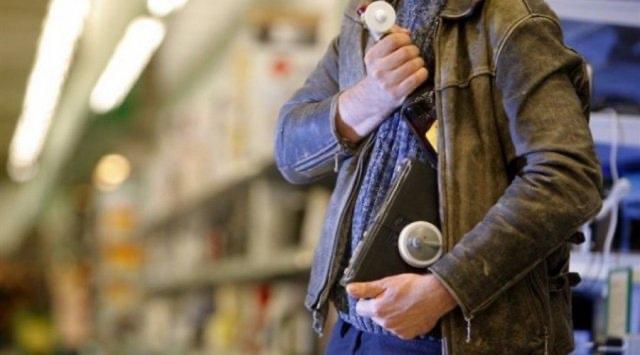 «А где коньяк?»: в Биробиджанском магазине обнаружили пропажу бутылки алкоголя  за 13500 рублей