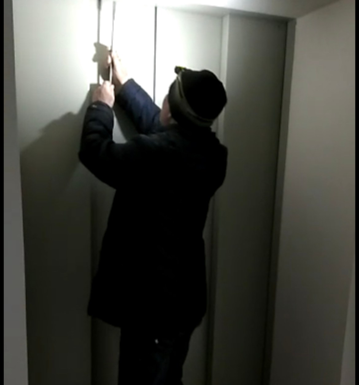 Врио губернатора ЕАО почти 40 минут просидел в застрявшем грузовом лифте стационара детской больницы