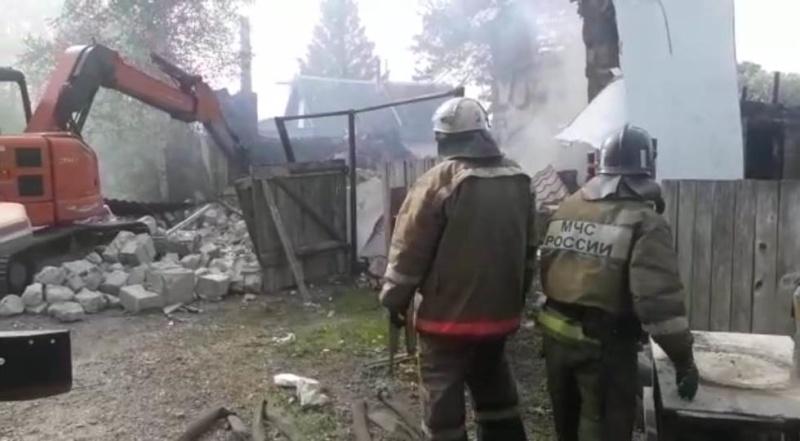 Под завалами дома в поселке Приамурский ЕАО обнаружен мужчина без признаков жизни
