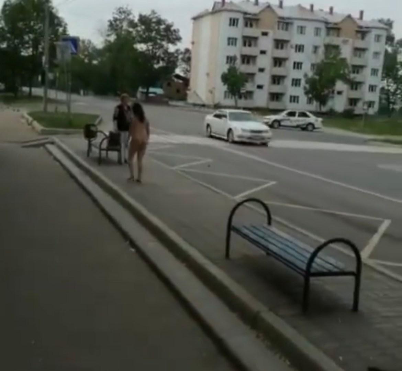 «Я свободна»: на остановке «Почта» в Биробиджане замечена обнаженная женщина (18+)