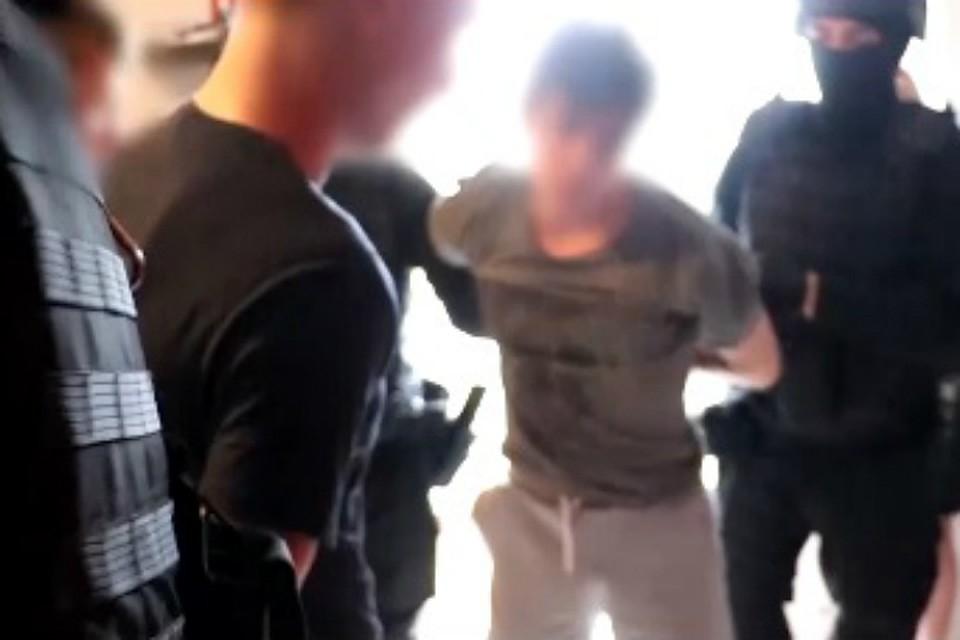 Трое из Облученского района развели на деньги молодого биробиджанца на набержной Биры