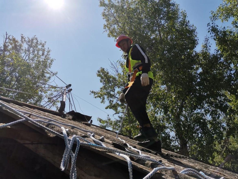 В Николаевке приступили к восстановлению побитых градом крыш